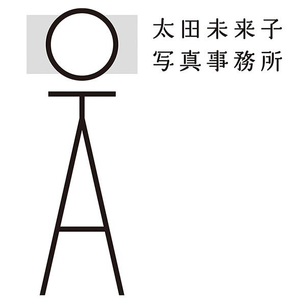 「太田未来子写真事務所」のロゴ
