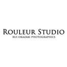 「岡崎累写真事務所」のロゴ