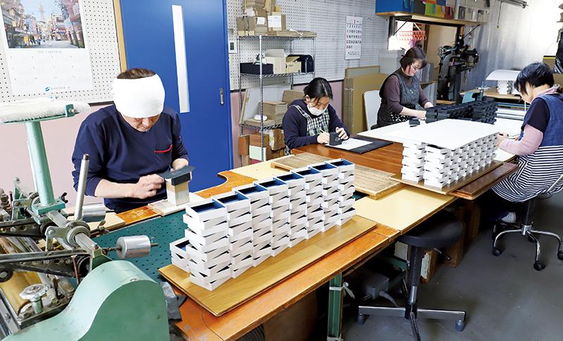 村上紙器工業所作業風景